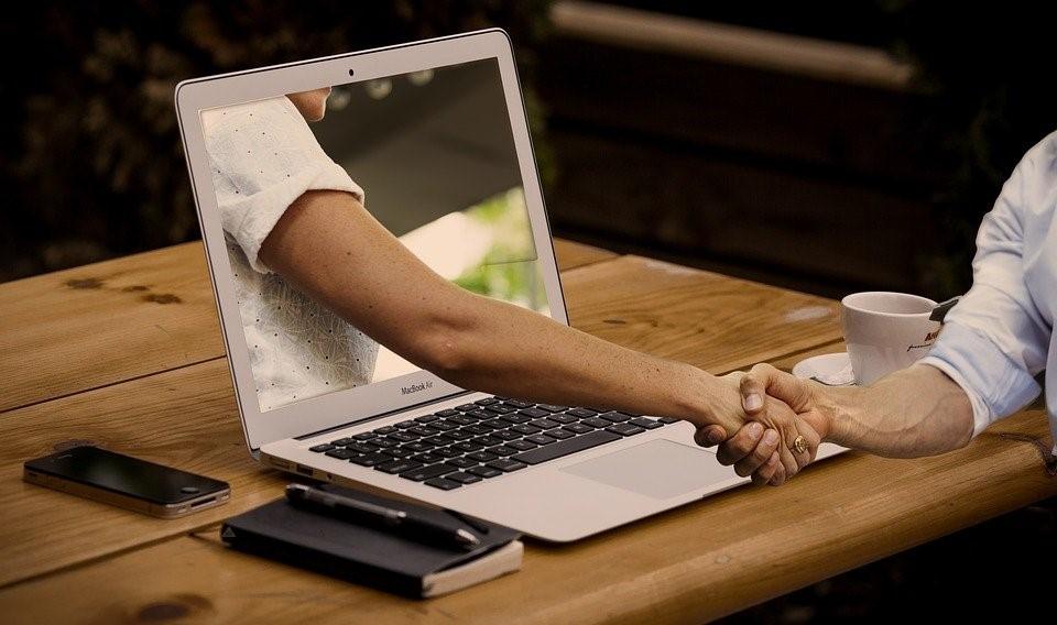 Blog agosto 2020 Enséñame pero bonito: Dale una vuelta a los cursos on line
